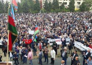 Qarabağ mitinqi keçirildi - bəs niyə ikili rəy yaranıb?