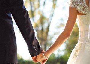 Azərbaycanlı qadınla evləndirmək adı ilə 5 min manatını aldılar