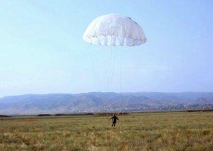 Azərbaycan Ordusunun bölmələri ilə paraşüt hazırlığı üzrə məşqlər keçirilib
