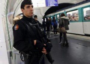 Paris metrosunda bıçaqlı hücum - Polis yaralandı