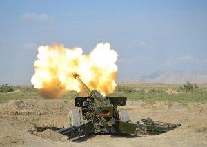 Raket və artilleriya birləşmələri döyüş atışlı təlimlər keçirir