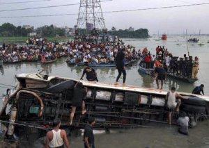 Pakistanda iki avtobusun toqquşması nəticəsində azı 19 nəfər ölüb