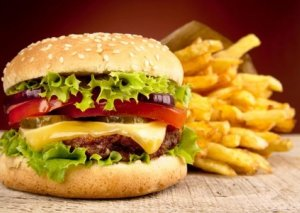 Fast-fooddan imtina etdi, 114 kilo arıqladı