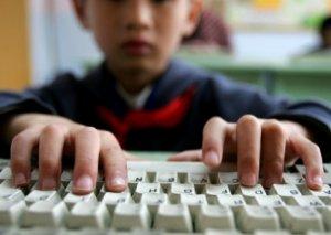 UNISEF: İnternetin yaratdığı təhlükələr barədə uşaqların məlumatlarını artırmalıyıq