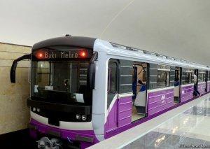 Metroda qatarda problem yarandı