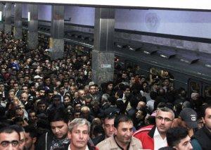Metroda qatarda problem yarandı, sərnişinlər boşaldıldı
