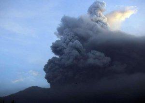 Ebeko vulkanı 5 kilometr hündürlüyə tüstü püskürüb