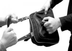 Qadınların çantasını oğurlayan şəxs saxlanılıb