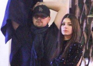 DiKaprio sevgilisi ilə partidə