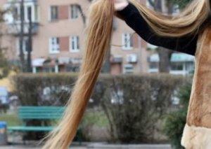 Saçlarının uzunluğu 4 metr, çəkisi 2 kilodu
