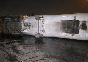 Bakıda içərisində 22 ton maye qaz olan avtosistern aşıb