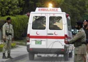Pakistanda yanacaq daşıyan yük maşını avtobusla toqquşub: çoxlu sayda ölən var