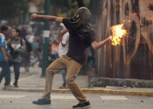 Venesuelada etiraz aksiyaları zamanı 6 nəfər ölüb