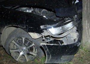 """FHN ağaca çırpılan """"Mercedes""""dəki sərnişini xilas etdi"""