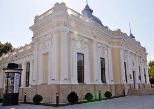Kukla Teatrı rusdilli tamaşaçılarını dəvət edir...