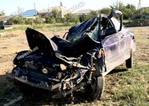 """""""VAZ"""" ağaca çırpıldı, sürücünün meyitini FHN çıxardı"""