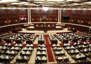 """Parlament valyutadəyişmə məntəqələrinə """"yaşıl işıq"""" yandırdı"""