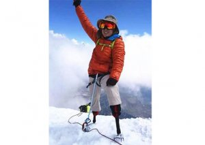 Amputasiya edilmiş ayaqları ilə 70 yaşında Everestə çıxan ilk alpinist