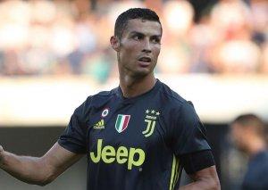 """Ronaldo het-trikə imza ataraq """"Yuventus""""u ÇL-ın 1/4 finalına yüksəltdi"""