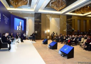 VII Qlobal Bakı Forumu işini davam etdirir