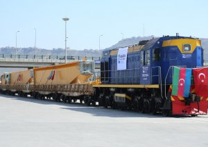 Abşeron Logistika Mərkəzi İstanbul-Bakı marşrutu ilə ilk blok qatarı qəbul edib