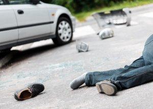 Piyada keçidində avtomobil 13 nəfəri vurdu