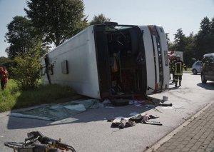 İtaliyada turistləri aparan avtobus aşıb - Ölən və yaralananlar var