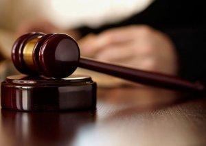 Prokuror həyat yoldaşını öldürən qadına 16 il cəza istədi