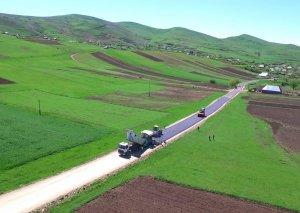 Gədəbəydə 22.2 km uzunluğa malik avtomobil yolları yenidən qurulur