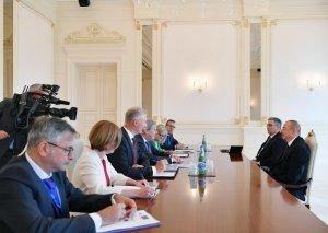 Prezident İlham Əliyev Avropa İttifaqı komissarının başçılıq etdiyi nümayəndə heyətini qəbul edib