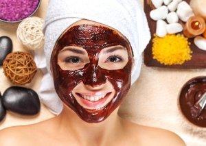 Dərini qidalandıran şokolad maskası