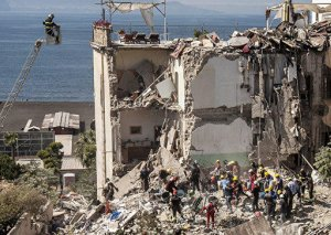 Hindistanda binanın çökməsi nəticəsində ölənlərin sayı artıb