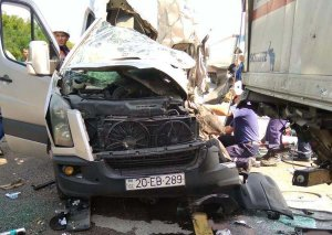 Moskvadan Azərbaycana gələn mikroavtobus Rostovda yük maşınına çırpıldı - 2 ölü, 6 yaralı