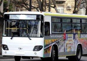 Bakıda avtobus minik maşını ilə toqquşub