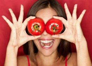 Pomidor maskası ilə dəridəki ləkələrdən qurtulun
