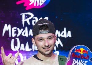 Red Bull Dance Your Style yarışmasının qalibi ilə mühasibə