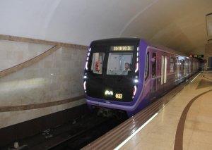 Bakı metrosunda yeni qatarda problem - Stansiyaya təcili yardım çağırıldı