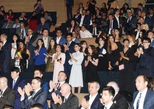 Birinci vitse-prezident Mehriban Əliyeva İkinci Nəsimi-şeir, incəsənət və mənəviyyat Festivalının bağlanış qala-tamaşasında iştirak edib