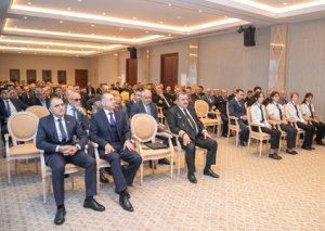 AZAL prezidenti Cahangir Əsgərov uçuş heyətinin yığıncağını həyata keçirib