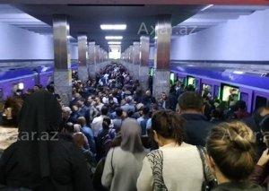 Metroda inanılmaz sıxlıq yaşanır: