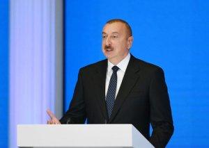 Prezident mifləri dağıtdı:
