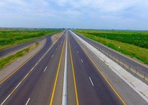 Azərbaycanda 1376 kilometr avtomobil yolu istifadəyə verilib