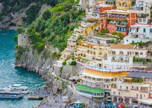 İtaliyada tarixi binalar satışa çıxarıldı -