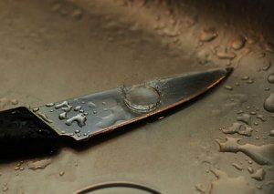 Günəşlidə 32 yaşlı qadın bıçaqlandı