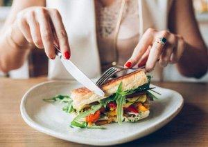 Axşam yeməyi yuxudan neçə saat əvvəl qəbul edilməlidir?