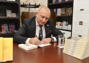 Yazıçı Varis məşhur PEN-kluba üzv seçilib