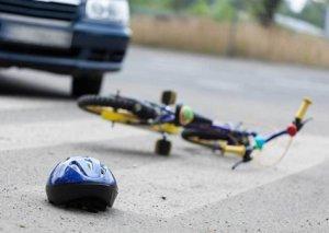 Avtomobil velosipedçini vuraraq öldürdü