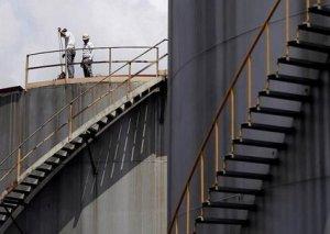 ABŞ-ın neft ehtiyatları 15 mln. bareldən çox artıb