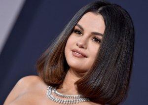 Selena Qomez aparıcılıq edəcək