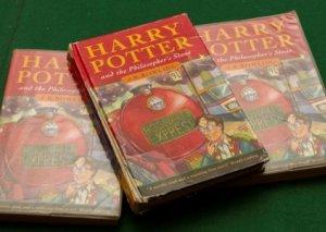 """""""Harri Potter və fəlsəfə daşı"""" kitabının ilk nəşri onlayn hərracda 33 min funt sterlinqə satılıb"""